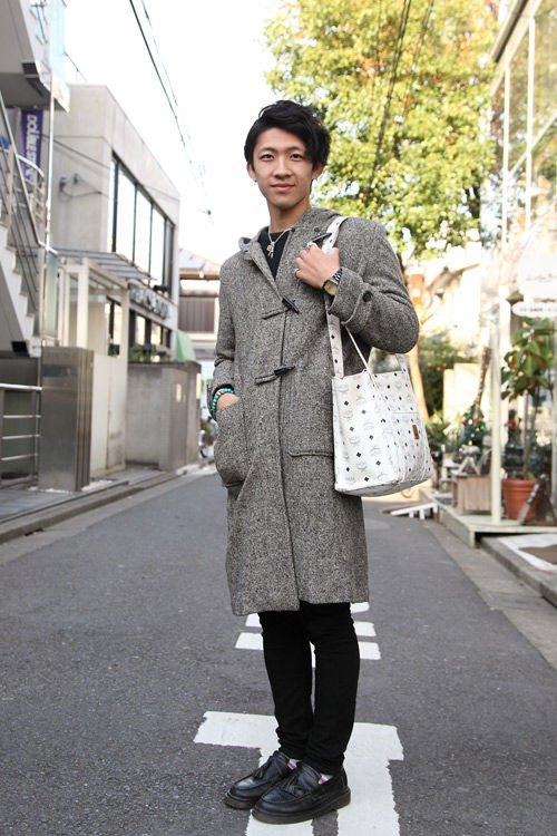 Красные шапки и бархатные ботинки на улицах Токио. Изображение № 32.