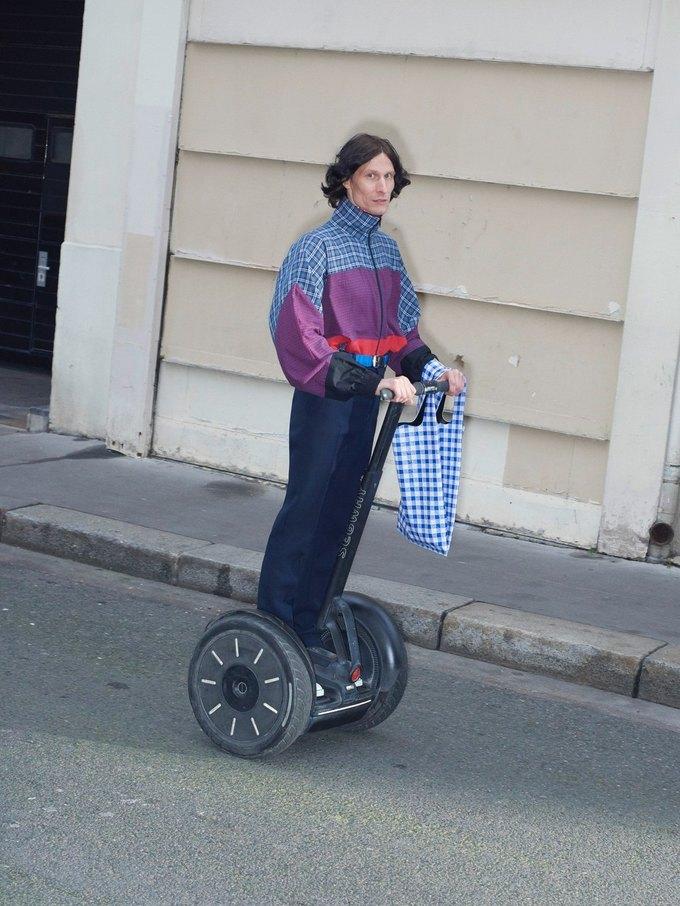 В новом лукбуке Balenciaga снялись обычные парижане. Изображение № 26.