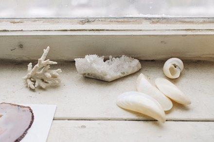 Дизайнер одежды Катя Яэмурд у себя в студии. Изображение № 8.