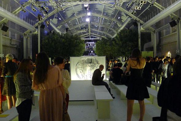До начала показа Versace. Изображение № 28.