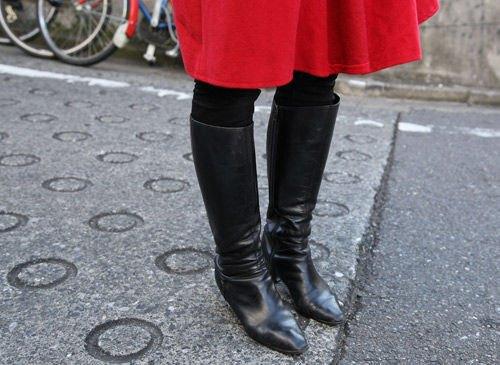 Красные шапки и бархатные ботинки на улицах Токио. Изображение № 23.