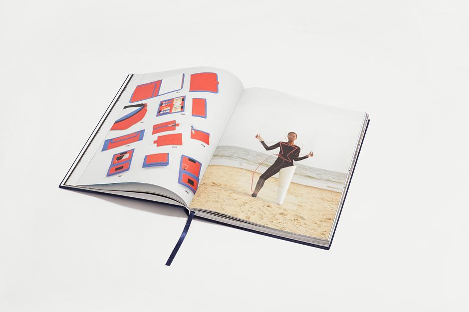 Дизайнер и иллюстратор Аня Щемелёва-Коноваленко о любимых нарядах . Изображение № 33.