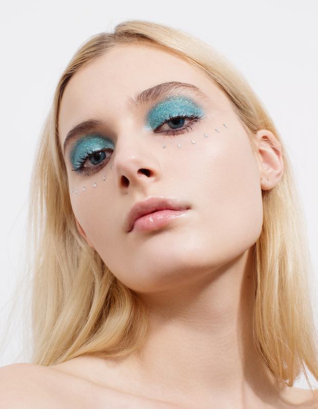 Монохромный макияж: 5 эффектных образов . Изображение № 6.