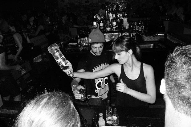 Вечеринка Vice Magazine и бармэн в классной майке. Изображение № 15.