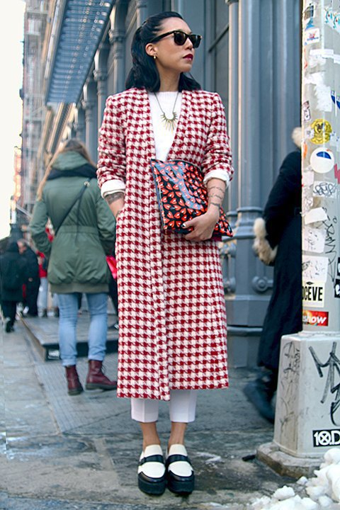 Стритстайл: Что носят на Нью-Йоркской неделе моды. Изображение № 7.