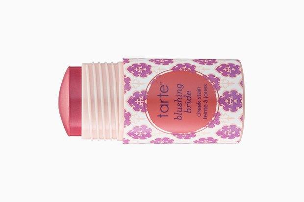 Быстрый макияж:  10 универсальных стиков  для губ, век и щёк. Изображение № 11.