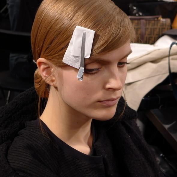 Milan Fashion Week: бэкстейдж Alberta Ferretti. Изображение № 12.