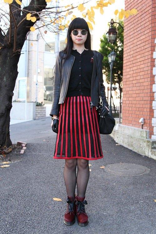 Красные шапки и бархатные ботинки на улицах Токио. Изображение № 4.