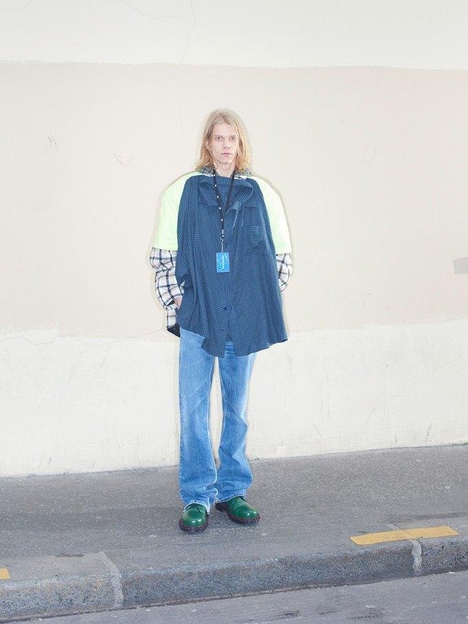 В новом лукбуке Balenciaga снялись обычные парижане. Изображение № 3.