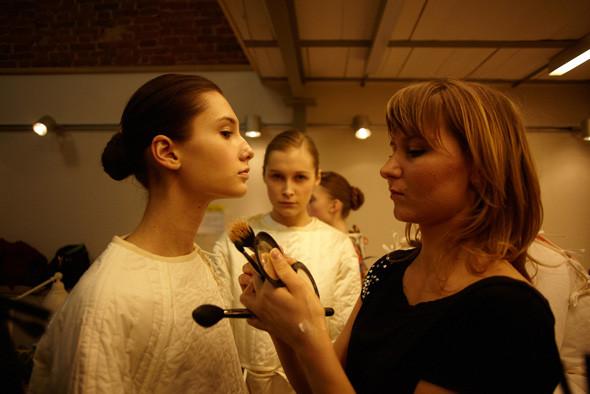 Бэкстейдж показа Nina Donis на неделе Cycles and Seasons by MasterCard. Фотограф: Иван Кайдаш. Изображение № 14.