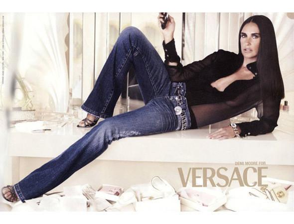 Актриса Деми Мур в рекламной кампании Versace