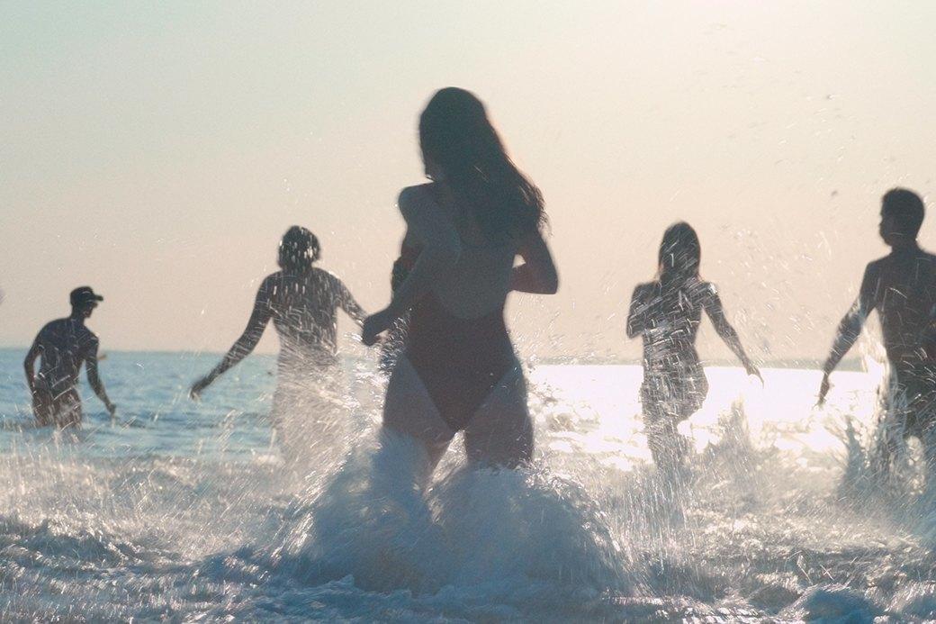 Тело, ещё тело и больше ничего: Что не так с фильмом «Мектуб, моя любовь». Изображение № 2.