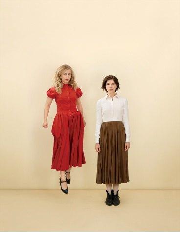 Две крайности: Толоконникова и Алехина  в Vogue. Изображение № 1.