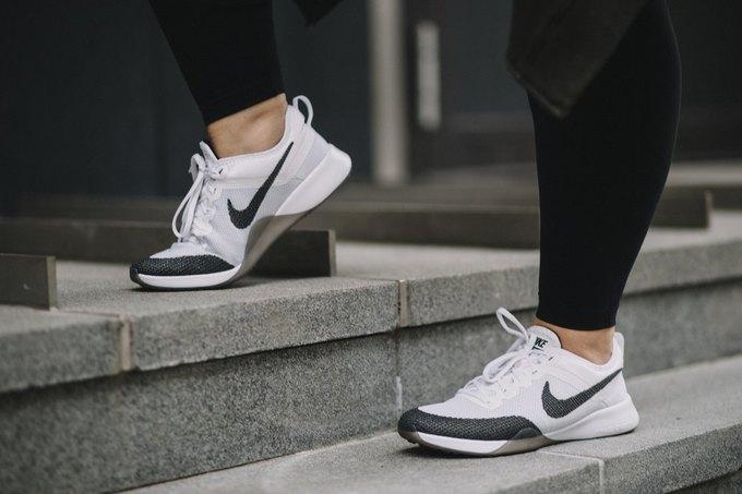 Nike запустили линию спортивной одежды больших размеров. Изображение № 15.
