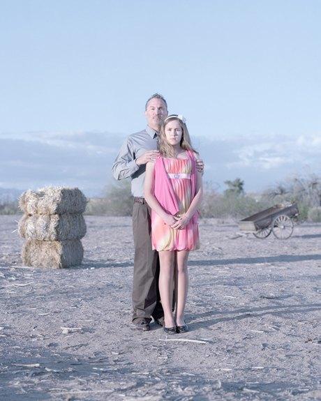 «Бал невинности»:  Дочери дают обет верности отцам. Изображение № 9.