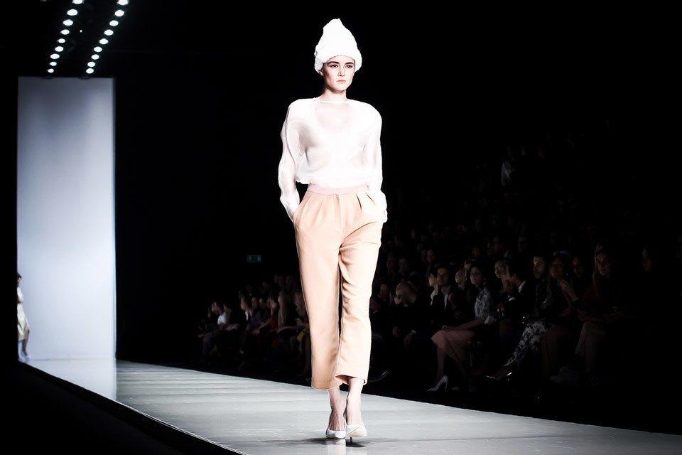 Репортаж: Летние платья  и меховые шапки Ruban FW13. Изображение № 28.
