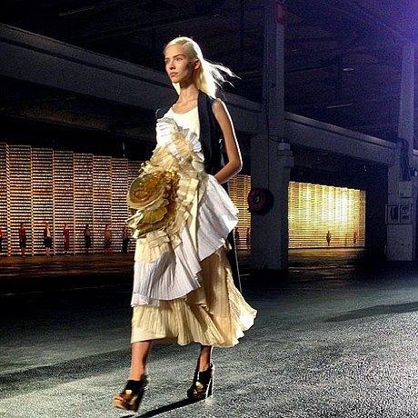 Главные показы  второго дня  Paris Fashion Week. Изображение № 3.