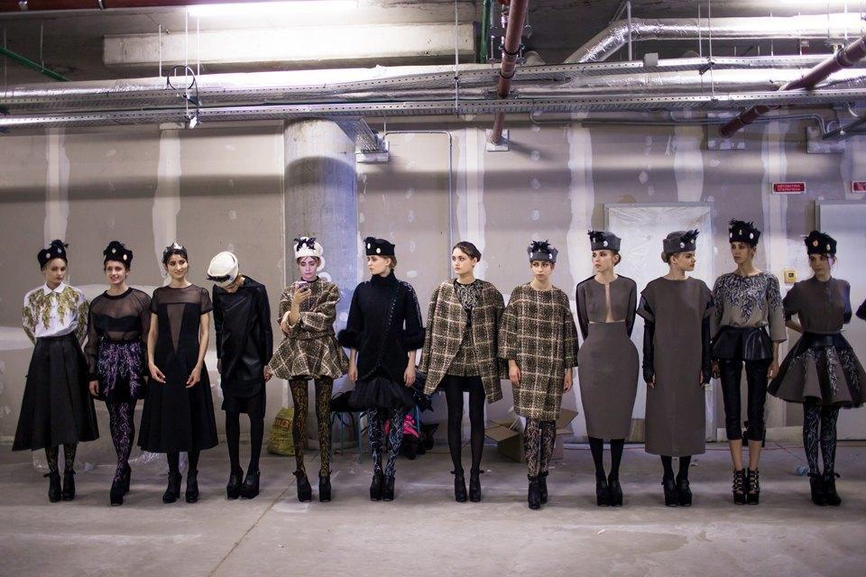 Репортаж: Шляпы с камеями  и прозрачные платья  на показе Alexander Arutyunov. Изображение № 5.