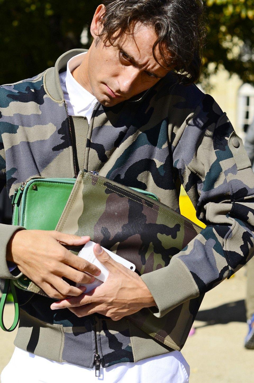 Парень в камуфляже, девушка-Микки-Маус и другие гости Paris Fashion Week. Изображение № 25.