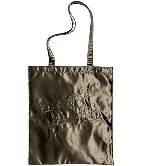 Ношу с собой: 10 сумок-шоперов от простых до роскошных. Изображение № 8.