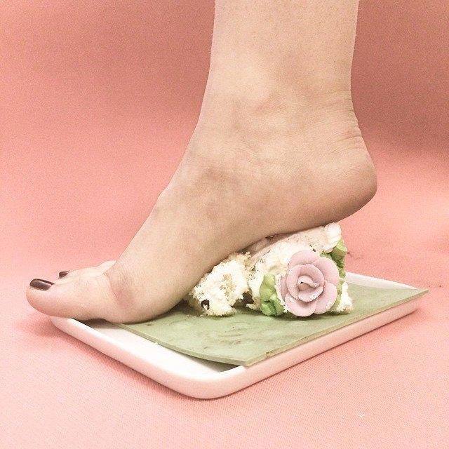 Новый тренд Instagram — «туфли» из подручных предметов. Изображение № 5.
