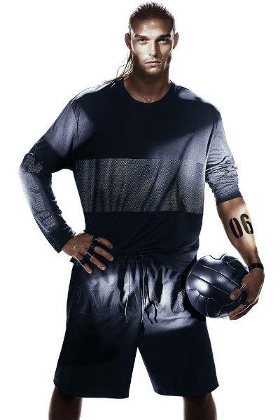Вышла кампания Alexander Wang x H&M с «воинами спорта». Изображение № 5.