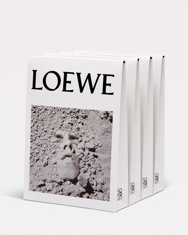 Loewe выпустили футболки в поддержку борьбы  со СПИДом. Изображение № 5.