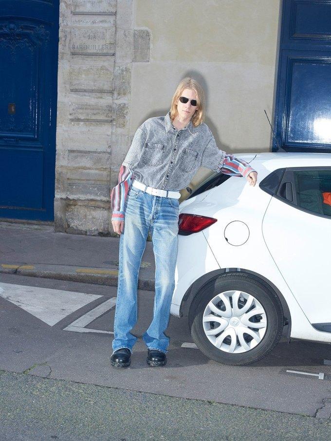 В новом лукбуке Balenciaga снялись обычные парижане. Изображение № 27.
