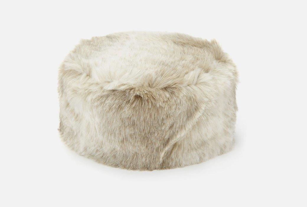 Что покупать зимой: Теплые и красивые вещи. Изображение № 10.