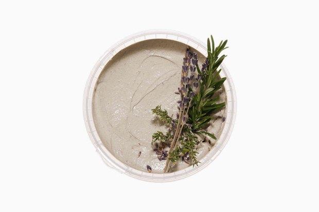 Глина, масла и кислоты: 11 очищающих масок для разных типов кожи. Изображение № 5.