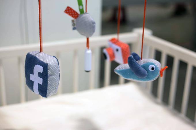 Дожили: младенцы теперь смогут постить селфи  в соцсети. Изображение № 1.