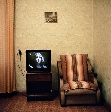 «Перед экраном»:  Зазомбированные  телезрители. Изображение № 15.