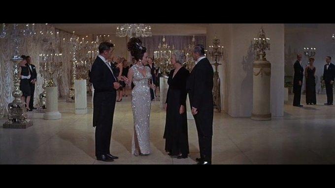 Что можно узнать о стиле  из комедии 60-х  «Что за путь!». Изображение № 18.