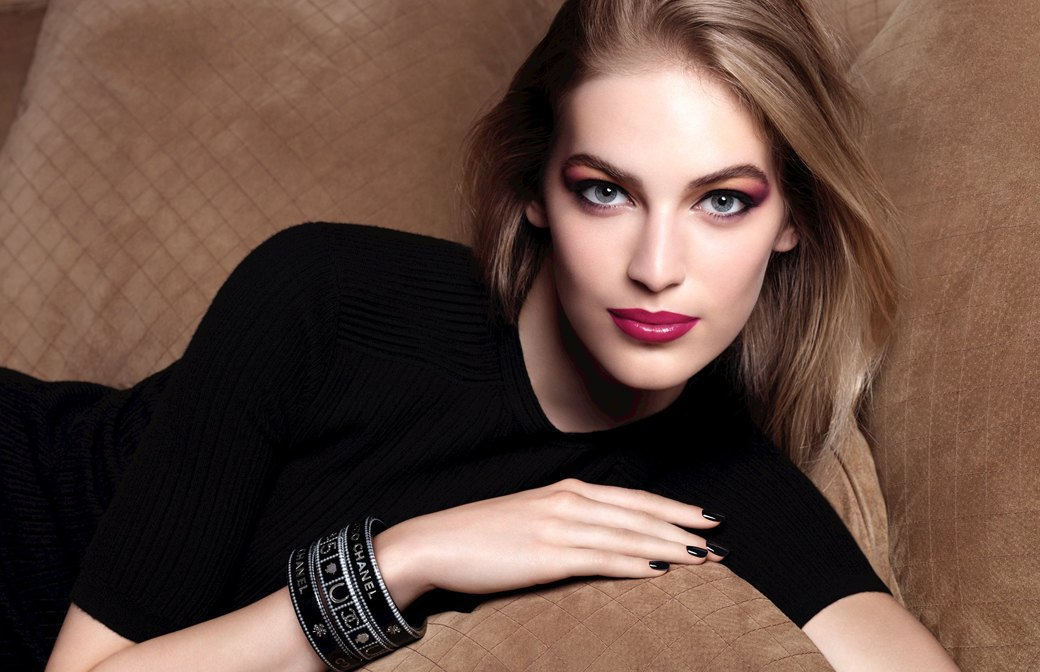 Вестник фотошопа:  Ретушь в рекламе  косметики в 2014 году. Изображение № 4.