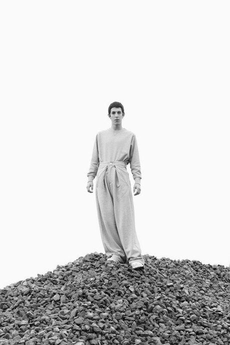 Martine Rose:  Одежда унисекс  монструозных объемов. Изображение № 5.