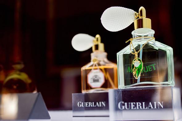 В Большом театре открылась выставка Guerlain. Изображение № 1.