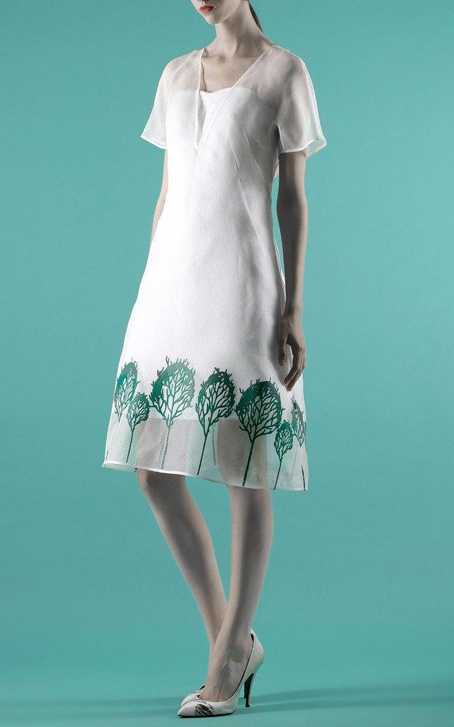 Шелковые пальто и платья с фламинго в новом лукбуке Vika Gazinskaya. Изображение № 10.
