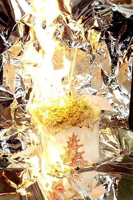 Фотограф изобразил процесс сжигания калорий буквально. Изображение № 6.