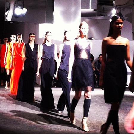 Парижская неделя моды: Чем запомнился первый день. Изображение № 6.