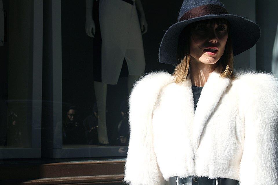 Стритстайл: Что носят на Нью-Йоркской неделе моды. Изображение № 14.