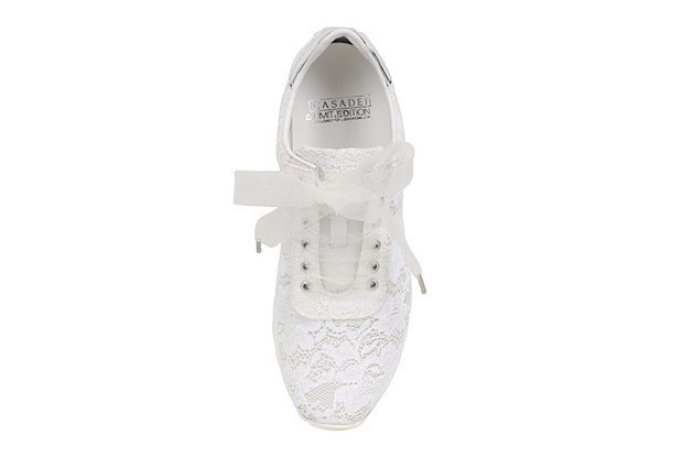 По следам Chanel: Luisa Via Roma и Casadei сделали кружевные кроссовки. Изображение № 4.