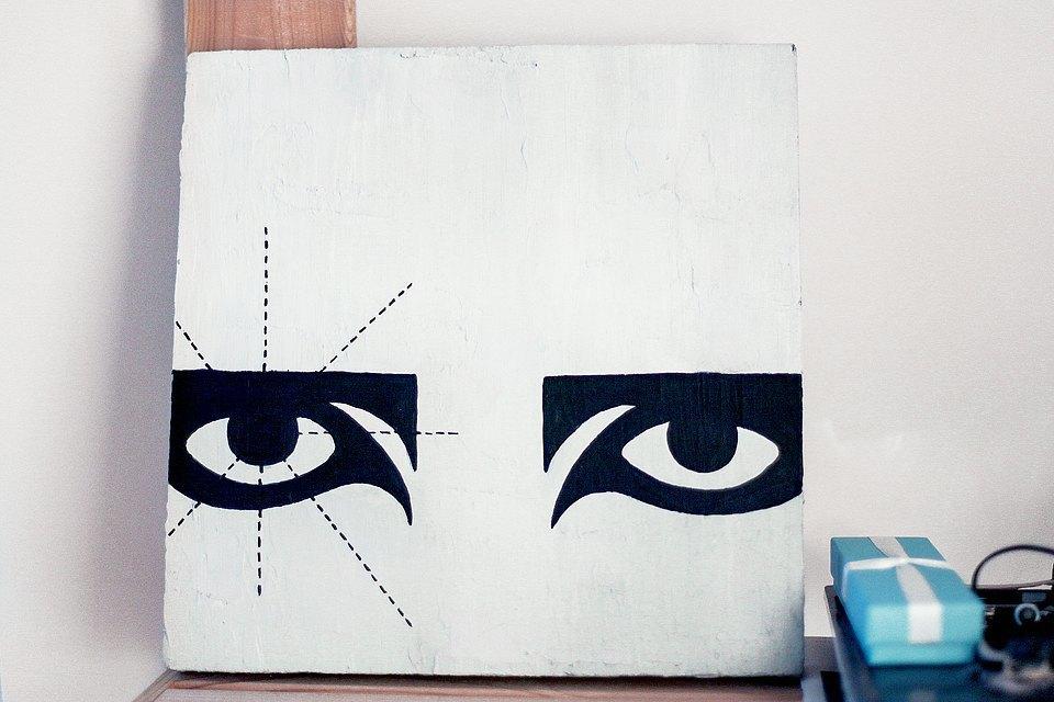 Этот объект подарила мне Настя Москвичева. Это глаза Siouxsie Sioux, моей любимой певицы. Изображение № 14.