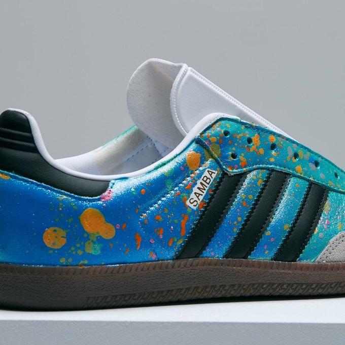 Марк Джейкобс и Белла Фрейд сделали «радужные» кроссовки для adidas. Изображение № 4.