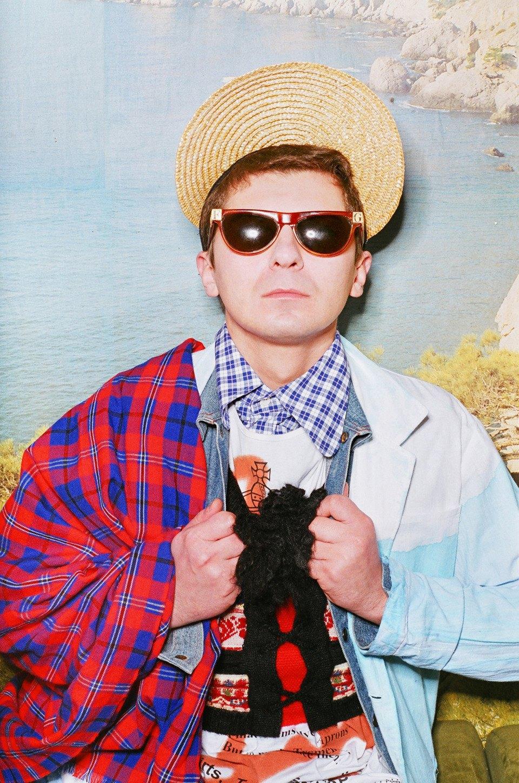 Все лучшее сразу: Московские модники в самой нарядной одежде из своего гардероба. Изображение № 17.