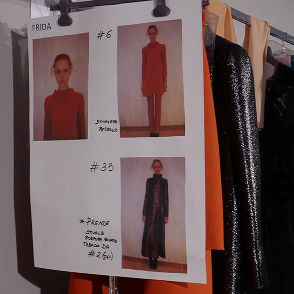 Milan Fashion Week: бэкстейдж Alberta Ferretti. Изображение № 39.