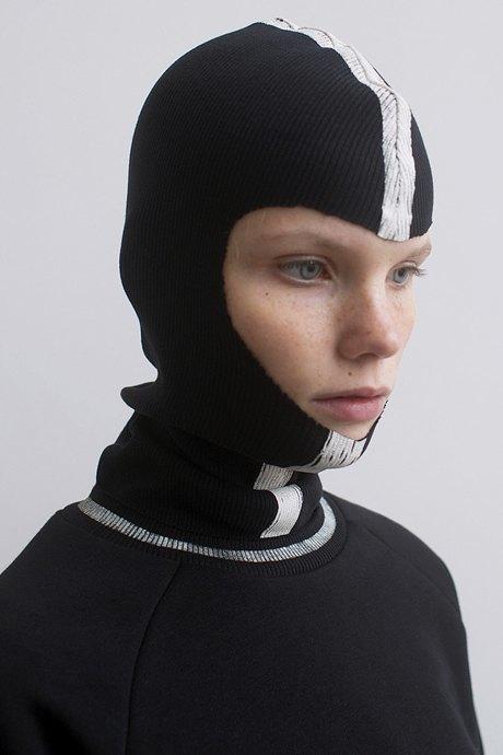 Балаклавы, шлемы и капюшоны: Остромодные аксессуары для непогоды. Изображение № 8.