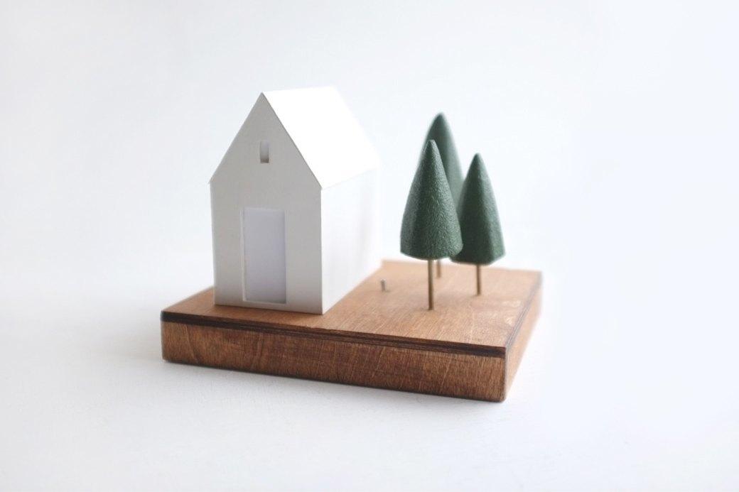 Настольный домик 2of2  с привидениями  и подсветкой . Изображение № 1.