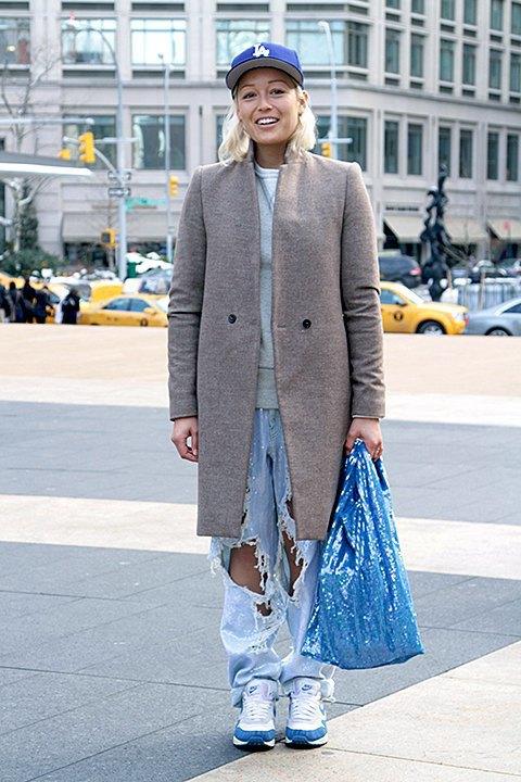 Стритстайл: Что носят на Нью-Йоркской неделе моды. Изображение № 28.