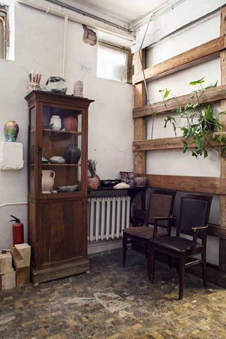 Керамист Мария Колосовская у себя в мастерской. Изображение № 10.