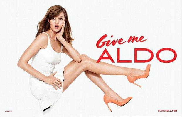 Кадр из весенне-летней рекламной кампании Aldo. Такой левый локоть — никогда. Изображение № 7.
